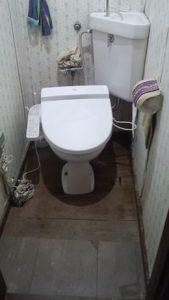 トイレの床が腐った